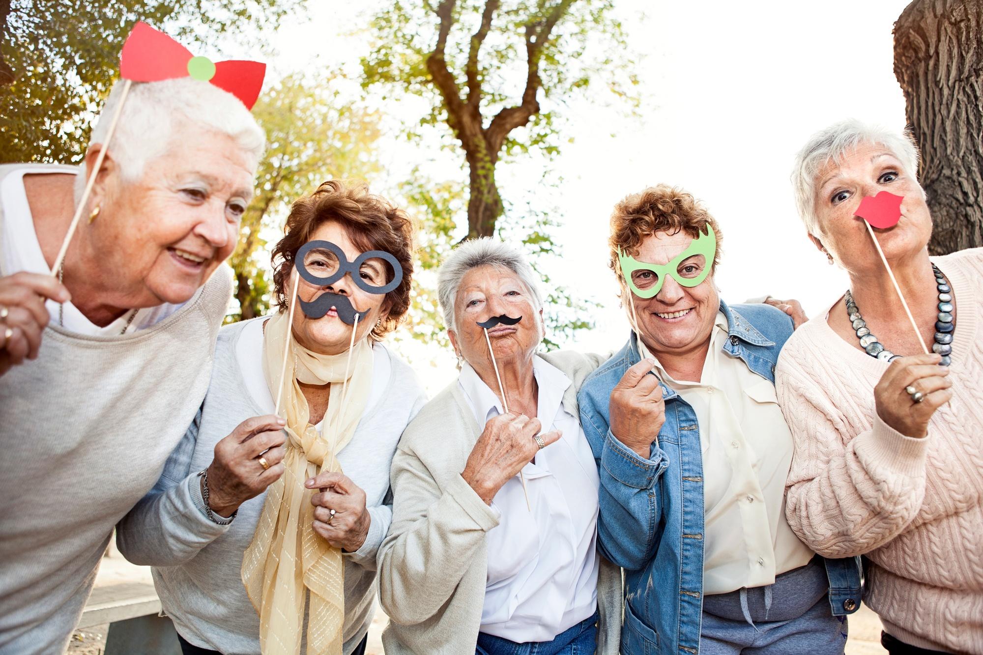 связи картинки о пенсионерах для афиши помощью